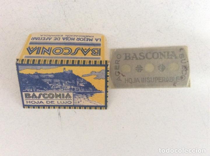 Antigüedades: Antigua hoja de afeitar basconia hoja de lujo, completa en su papel de celofán - Foto 3 - 209266353