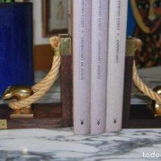 Antigüedades: PAREJA DE SUJETALIBROS DE MADERA Y BRONCE - NORAY CON MAROMA - NAÚTICA. Lote 209297103