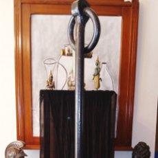 Antigüedades: ANTIGUA ANCLA DE HIERRO FUNDIDO - DE BARCO FRANCES - PUNTAS CON FLOR DE LIS - GRAN TAMAÑO. Lote 209322155