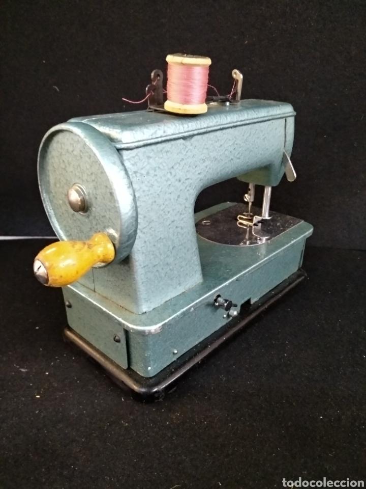 Antigüedades: Maquina de coser Alfa baby. Maquina de viaje - Foto 4 - 209414595
