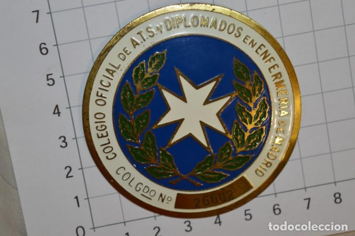 VINTAGE - PLACA / INSIGNIA - COLEGIO OFICIAL DE ATS - DIPLOMADOS EN ENFERMERÍA MADRID ¡MIRA! (Antigüedades - Técnicas - Herramientas Profesionales - Medicina)