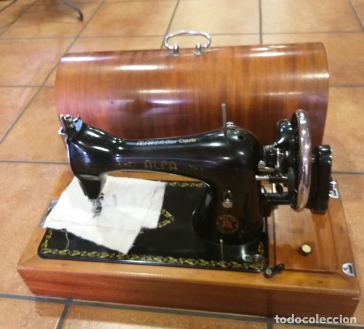 Antigüedades: MÁQUINA DE COSER ANTIGUA DE MANO ALFA. FUNCIONADO PERFECTAMENTE. LIBRO DE INSTRUCCIONES. - Foto 11 - 209747437