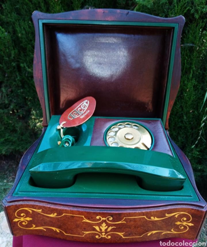 TELEFONO TELCER - ALTA CALIDAD - EN CAJA DE MADERA DE RAIZ - BAQUELITA Y CUERO - VINTAGE - AÑOS 1950 (Antigüedades - Técnicas - Teléfonos Antiguos)