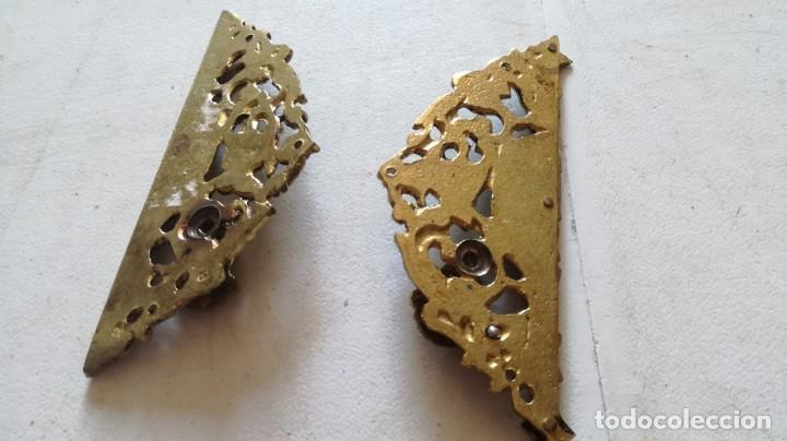 Antigüedades: TIRADOR EN DOS PIEZAS PARA ARMARIO DE DOBLE PUERTA EN BRONCE FUNDIDO APROX 12X10 (5+5) CM - Foto 3 - 209881253