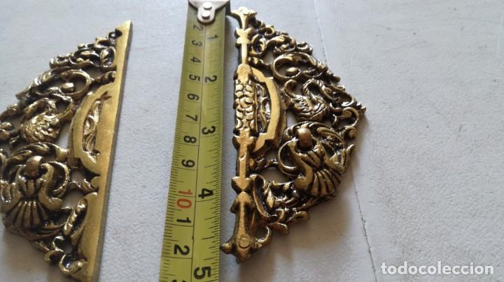 Antigüedades: TIRADOR EN DOS PIEZAS PARA ARMARIO DE DOBLE PUERTA EN BRONCE FUNDIDO APROX 12X10 (5+5) CM - Foto 4 - 209881253