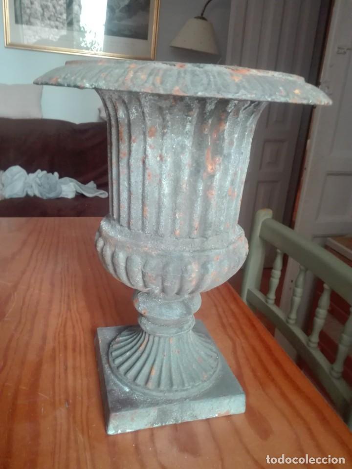Antigüedades: Pareja de Copas Medici de hierro colado. - Foto 2 - 209914798
