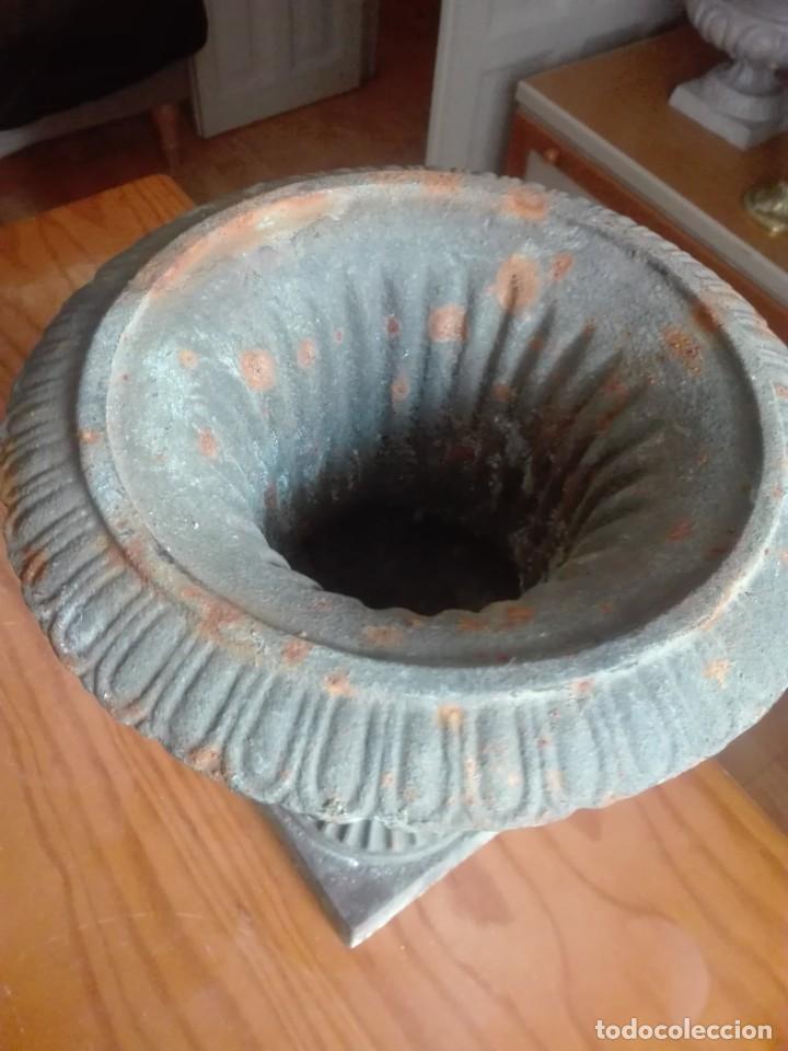 Antigüedades: Pareja de Copas Medici de hierro colado. - Foto 3 - 209914798