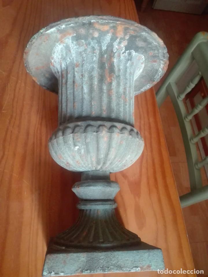 Antigüedades: Pareja de Copas Medici de hierro colado. - Foto 4 - 209914798