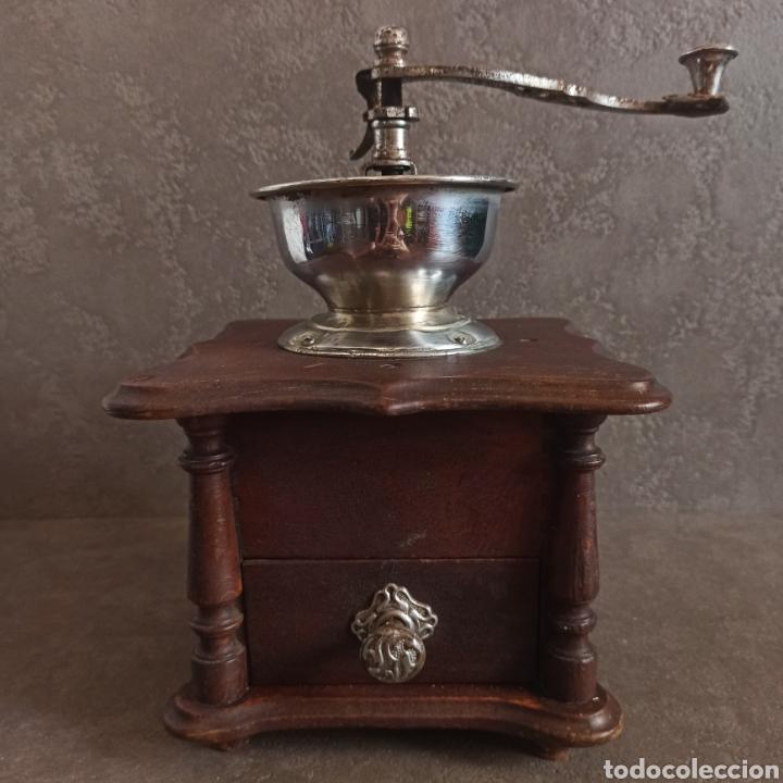 Antigüedades: ANTIGUO Y GRAN MOLINILLO DE CAFÉ DE COPA * 25,5 cm alto - Foto 2 - 210000271