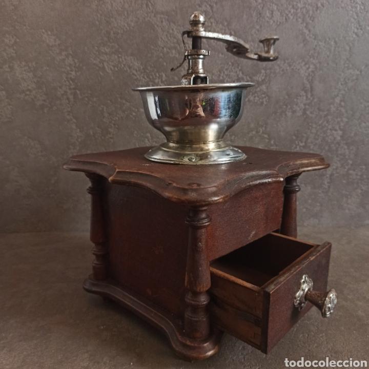 Antigüedades: ANTIGUO Y GRAN MOLINILLO DE CAFÉ DE COPA * 25,5 cm alto - Foto 3 - 210000271