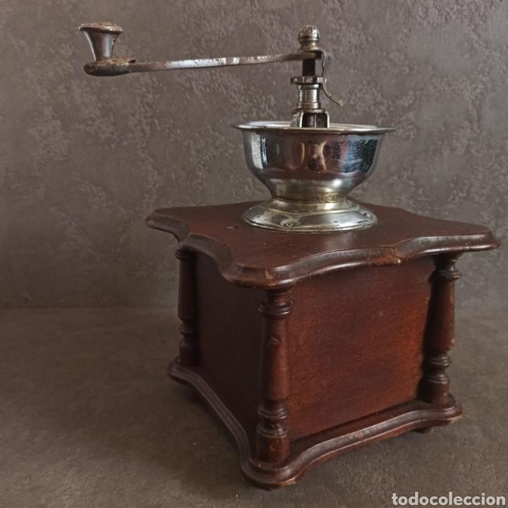 Antigüedades: ANTIGUO Y GRAN MOLINILLO DE CAFÉ DE COPA * 25,5 cm alto - Foto 4 - 210000271