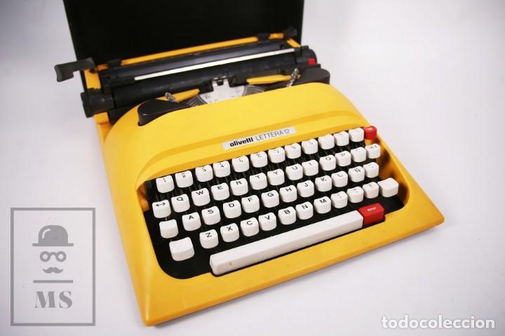 Antigüedades: Máquina de Escribir Olivetti Lettera 12 - Años 80 - Color Amarillo - En Maletín - Restauración - Foto 2 - 210013781