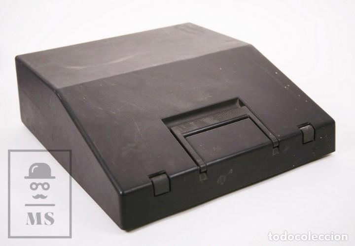 Antigüedades: Máquina de Escribir Olivetti Lettera 12 - Años 80 - Color Amarillo - En Maletín - Restauración - Foto 3 - 210013781
