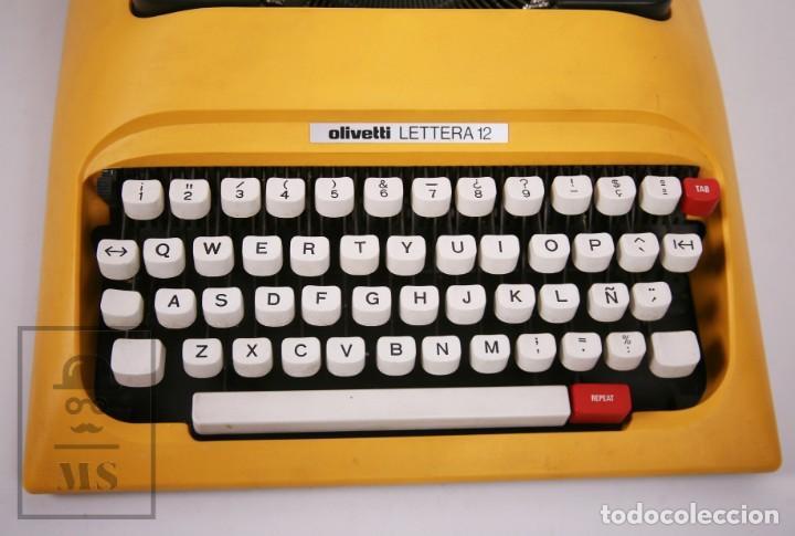 Antigüedades: Máquina de Escribir Olivetti Lettera 12 - Años 80 - Color Amarillo - En Maletín - Restauración - Foto 4 - 210013781