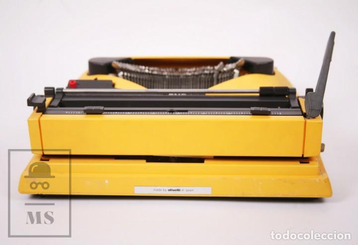 Antigüedades: Máquina de Escribir Olivetti Lettera 12 - Años 80 - Color Amarillo - En Maletín - Restauración - Foto 9 - 210013781