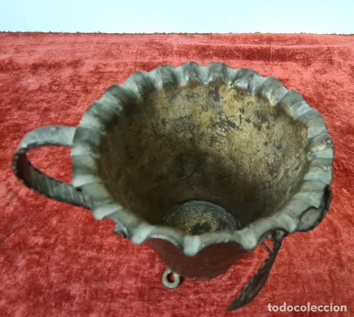 Antigüedades: CONJUNTO DE PIEZAS EN HIERRO FORJADO Y LATÓN. AÑOS 50/70. - Foto 6 - 210077805