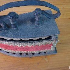 Antigüedades: ANTIGUA PLANCHA DE CARBÓN.. Lote 210156948