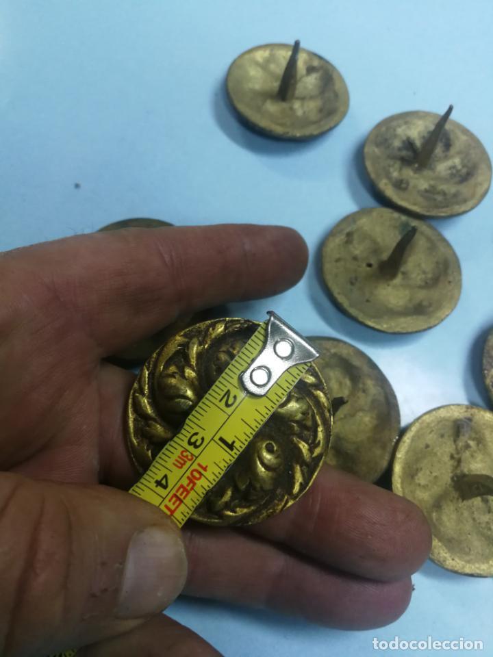 Antigüedades: LOTE 15 CLAVOS DE PUERTA GRANDES ANTIGUOS DE BRONCE LATON, SIGLO XVIII-XIX 4 CM. DIAMETRO - Foto 7 - 210158666