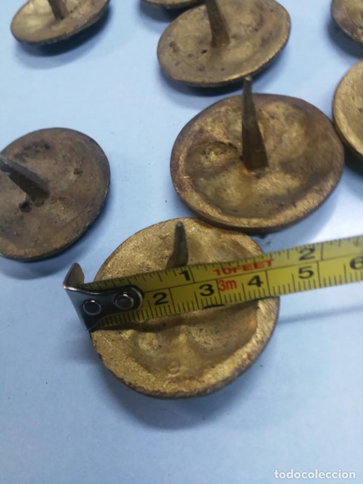Antigüedades: LOTE 15 CLAVOS DE PUERTA GRANDES ANTIGUOS DE BRONCE LATON, SIGLO XVIII-XIX 4 CM. DIAMETRO - Foto 8 - 210158666