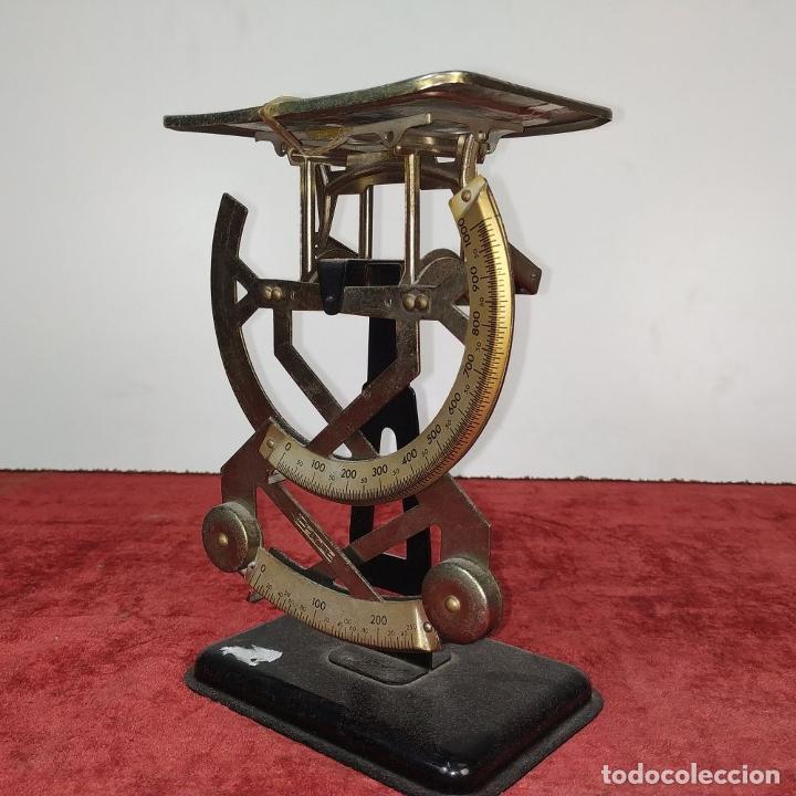 Antigüedades: BALANZA PARA CORREO. METAL. MARCA PETRUS. ESPAÑA. SIGLO XX - Foto 2 - 210183121