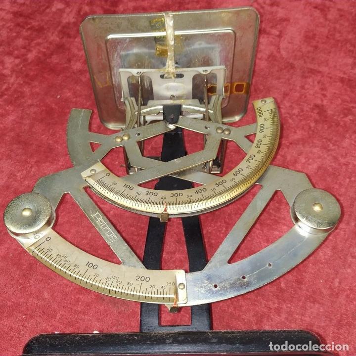 Antigüedades: BALANZA PARA CORREO. METAL. MARCA PETRUS. ESPAÑA. SIGLO XX - Foto 8 - 210183121