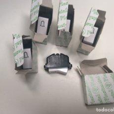 Antigüedades: LOTE DE 5 ANTIGUOS PULSADORES 4TIMBRE Y 1 PULSADOR LUZ PLASTIMETAL SERIE IMPAT. Lote 210203260