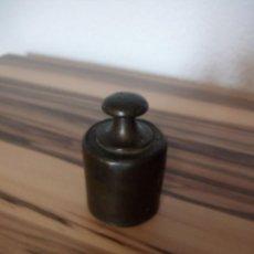 Antigüedades: ANTIGUA PESA DE 500 GR DE BRONCE. Lote 210217061