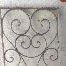 Antigüedades: REJA ANTIGUA DE FORJA TRAGALUZ DE 1 METRO Y 44 CMS. DE ALTO X 45 CMS. DE LARGO. Lote 210315476