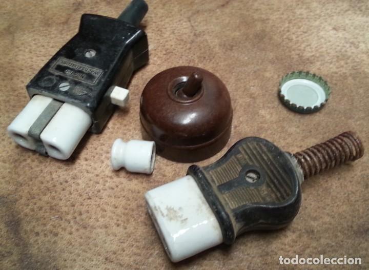 Antigüedades: Clavijas antiguas para enchufes. En baquelita. Interruptor. Años 60, - Foto 2 - 210383906