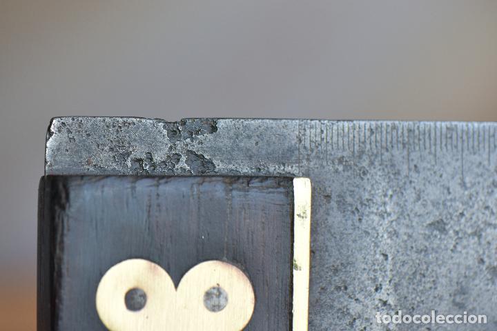 Antigüedades: ESCUADRA DE CARPINTERO DE 30 POR 5,5 LA REGLA Y 19 POR 4,5 EL MANGO QUE PARECE EBANO O NOGAL - Foto 11 - 210399648