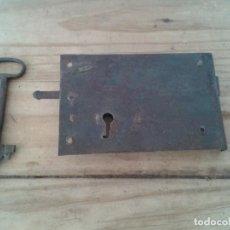 Antigüedades: ANTIGUA CERRADURA LLAVE PUERTA. Lote 210448738