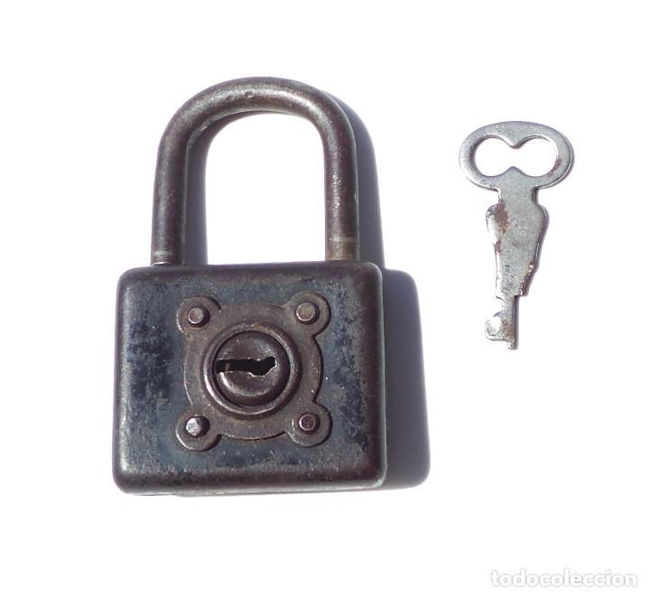 ANTIGUO CANDADO 6,8 CM ALTO. FUNCIONAMIENTO PERFECTO. (Antigüedades - Técnicas - Cerrajería y Forja - Candados Antiguos)