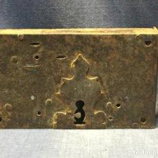 Antigüedades: CERRADURA DE PUERTA MECANISMO HIERRO FORJA S XVIII FRANCIA 11,5X21,5X10CMS. Lote 210458393