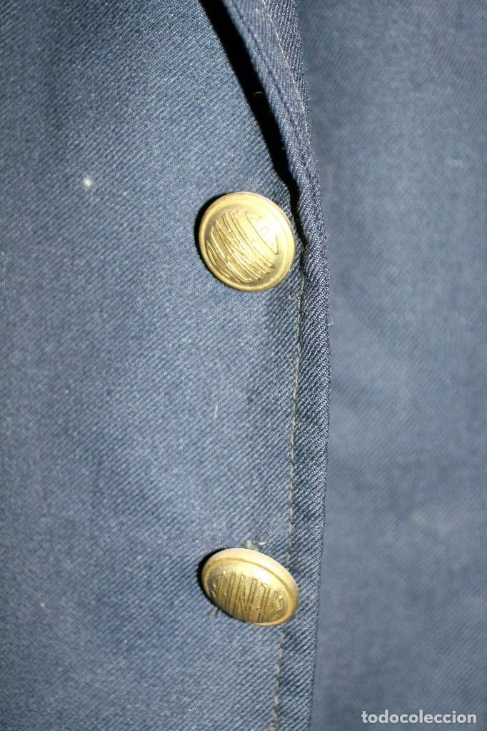 Antigüedades: Chaqueta azul de ferroviarios. Factores de RENFE - Foto 2 - 210470527