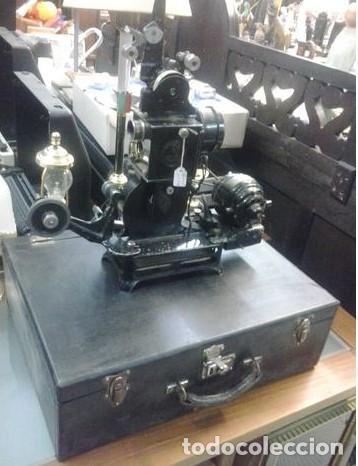 Antigüedades: PROYECTOR DE CINE ANTIGUO NUMAX. con maletín original. Con pelicula. Pieza de coleccion - Foto 2 - 210596027