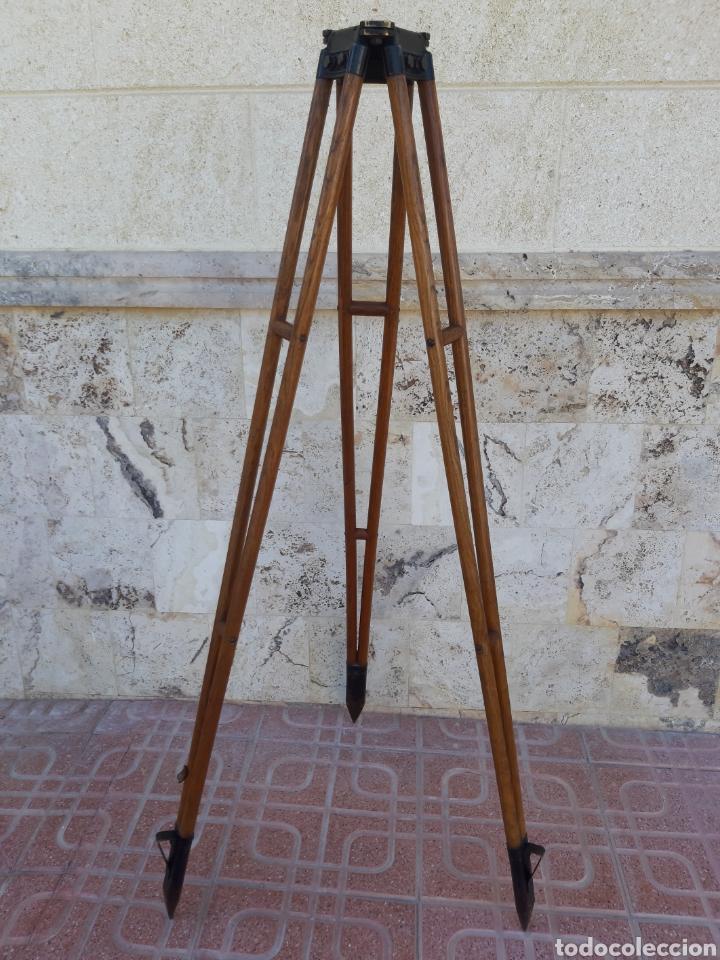 ANTIGUO TRÍPODE EN MADERA PARA TEODOLITO (Antigüedades - Técnicas - Otros Instrumentos Ópticos Antiguos)