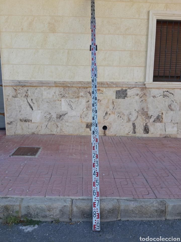 Antigüedades: Antigua regla medida topografía en aluminio y madera 4 metros de larga - Foto 2 - 210673330