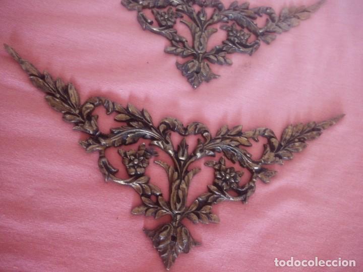 Antigüedades: Pareja de adornos de bronce,metal dorado siglo xix. - Foto 2 - 210710452