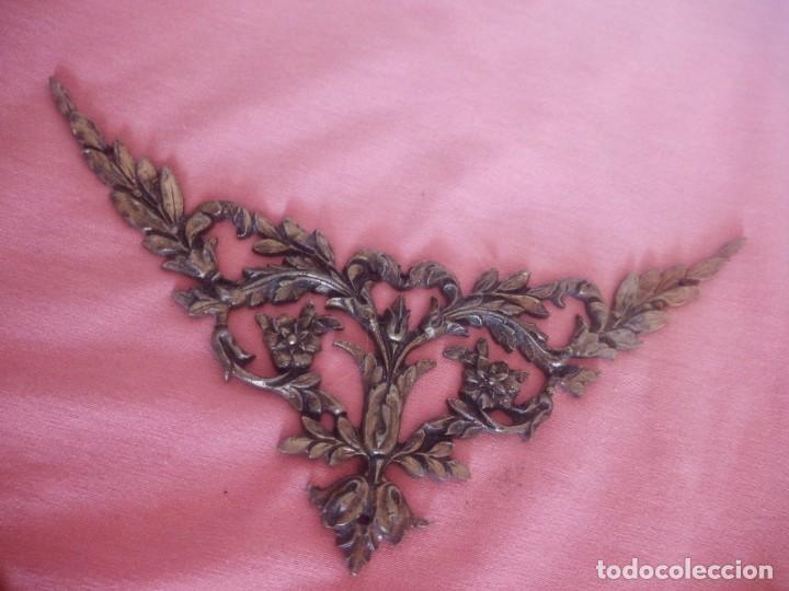 Antigüedades: Pareja de adornos de bronce,metal dorado siglo xix. - Foto 3 - 210710452