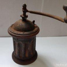 Antigüedades: MOLINILLO REDONDO MADERA Y CHAPA PRIMEROS MODELOS. Lote 210791370