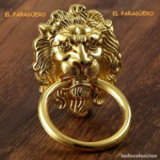Antigüedades: CABEZA DE LEON PICAPORTE O LLAMADOR DE PUERTA ES DE ORO DE 24 KILATES LAMINADO UNA PRECIOSIDAD. Lote 210799050