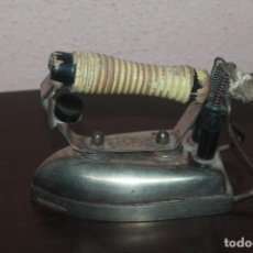 Oggetti Antichi: ANTIGUA PLANCHA DE ROPA DE LA MARCA. Lote 210833429
