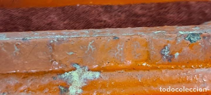 Antigüedades: BALANZA DE HIERRO FUNDIDO. PLATOS DE LATÓN. PONDERALES DE BRONCE. SIGLO XX. - Foto 7 - 211388902