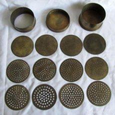 Antigüedades: BOTE DE TAMICES (12 TAMICES) DE BRONCE O LATÓN PARA JOYERÍA, NUMERADOS, PIERRES. Lote 211429590