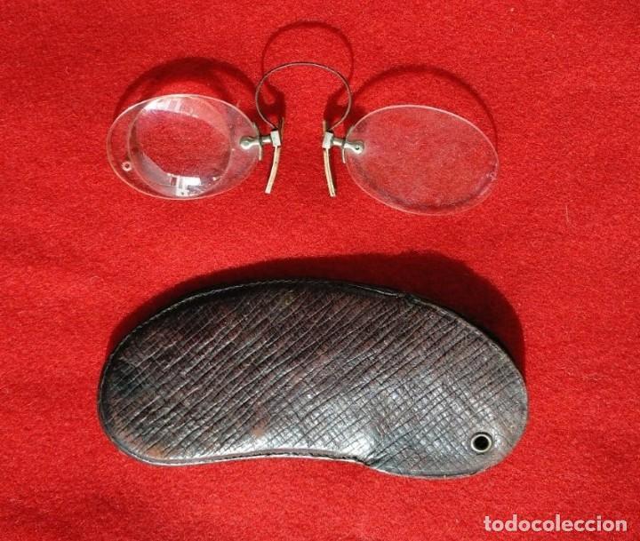 RARAS GAFAS QUEVEDOS, CON UN CRISTAL MONTANDO UNA POTENTE LUPA. (Antigüedades - Técnicas - Instrumentos Ópticos - Gafas Antiguas)