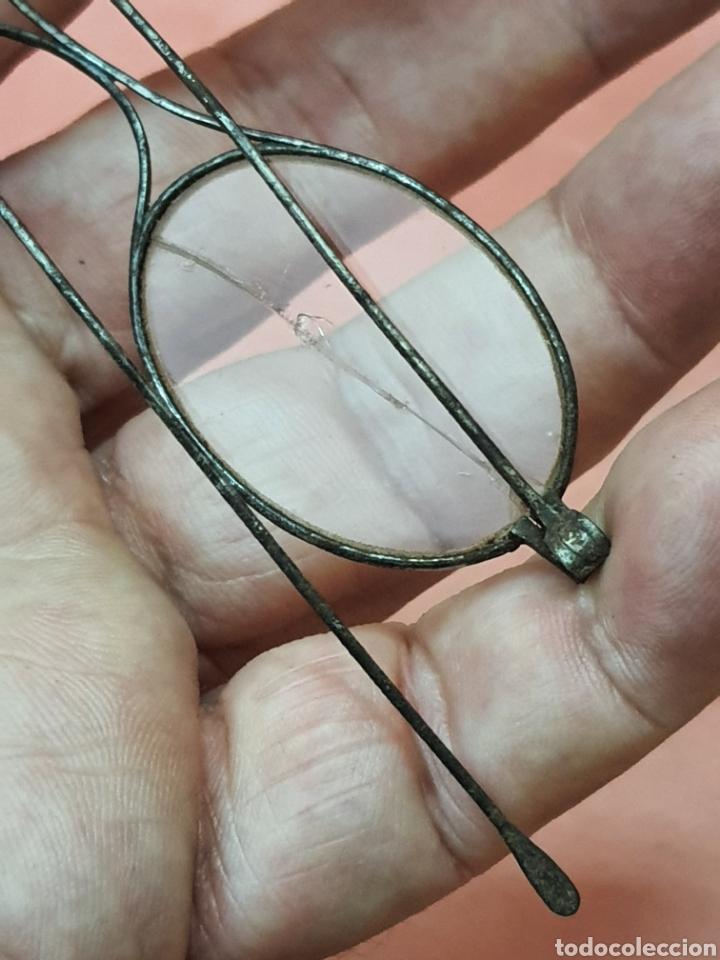 Antigüedades: Gafas antiguas de montura de acero. Un cristal roto - Foto 3 - 211466097
