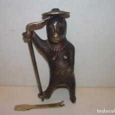Antigüedades: ANTIGUO Y RARO CANDADO DE BRONCE GRAN TAMAÑO CON SECRETO Y CON SU LLAVE ABRE Y CIERRA PERFECTAMENTE.. Lote 211469325