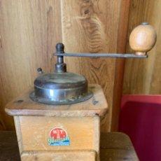 Antigüedades: ANTIGUO MOLINILLO DE CAFÉ DE MADERA - ARMIN. Lote 211663291