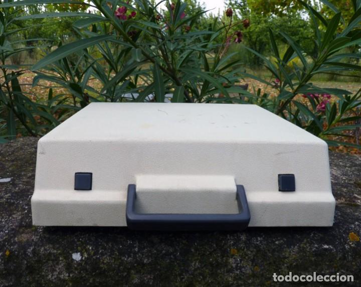 Antigüedades: Máquina de escribir portable marca Olympia, 1969 - Foto 2 - 211667854