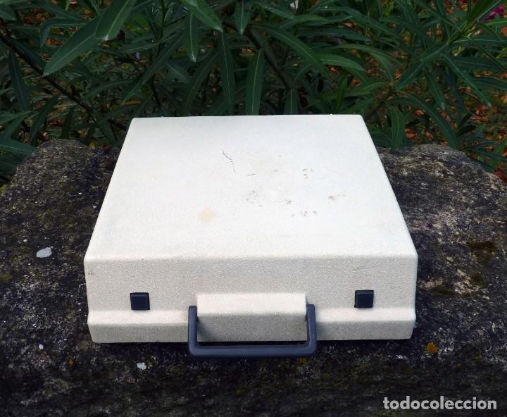 Antigüedades: Máquina de escribir portable marca Olympia, 1969 - Foto 4 - 211667854